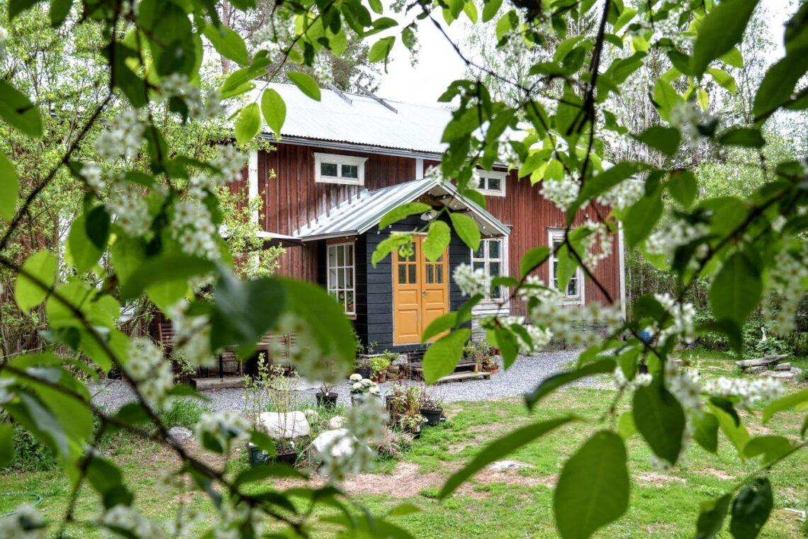 Punainen Talo - Červený Dům, dřevostavba na finském venkově