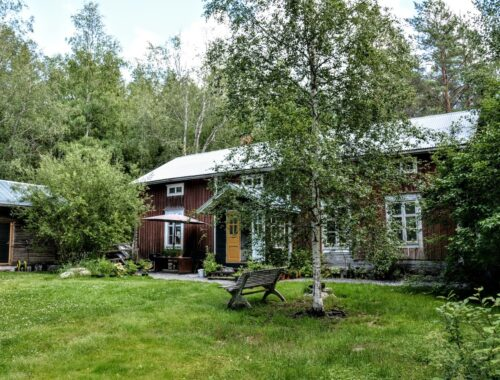 Finsko, červený dům, stará dřevostavba, zahrada