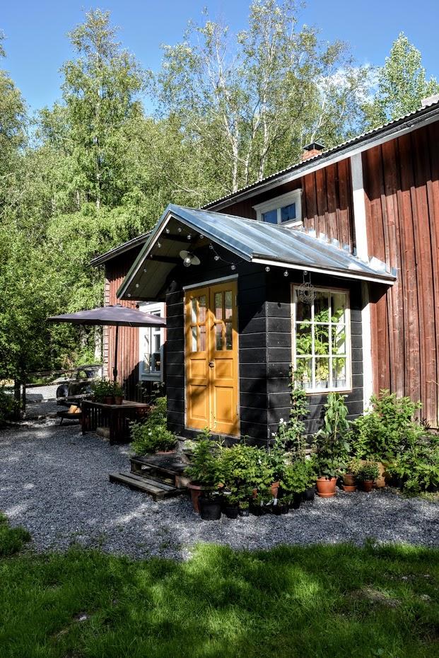 Finsko, červený dům, černá veranda