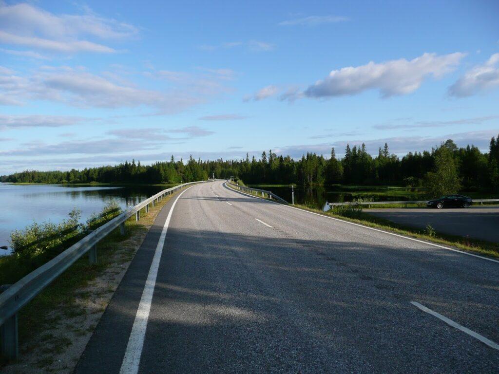 Finská silnice, příroda, jezero