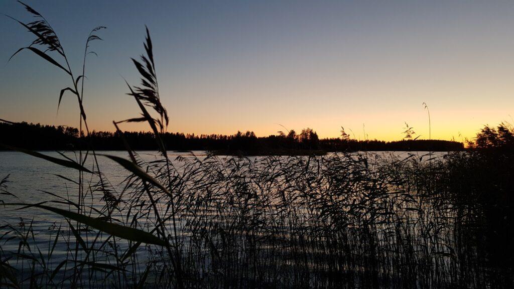 Večerní jezero