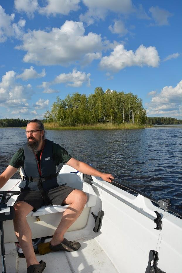 ostrov, Finsko, na lodi