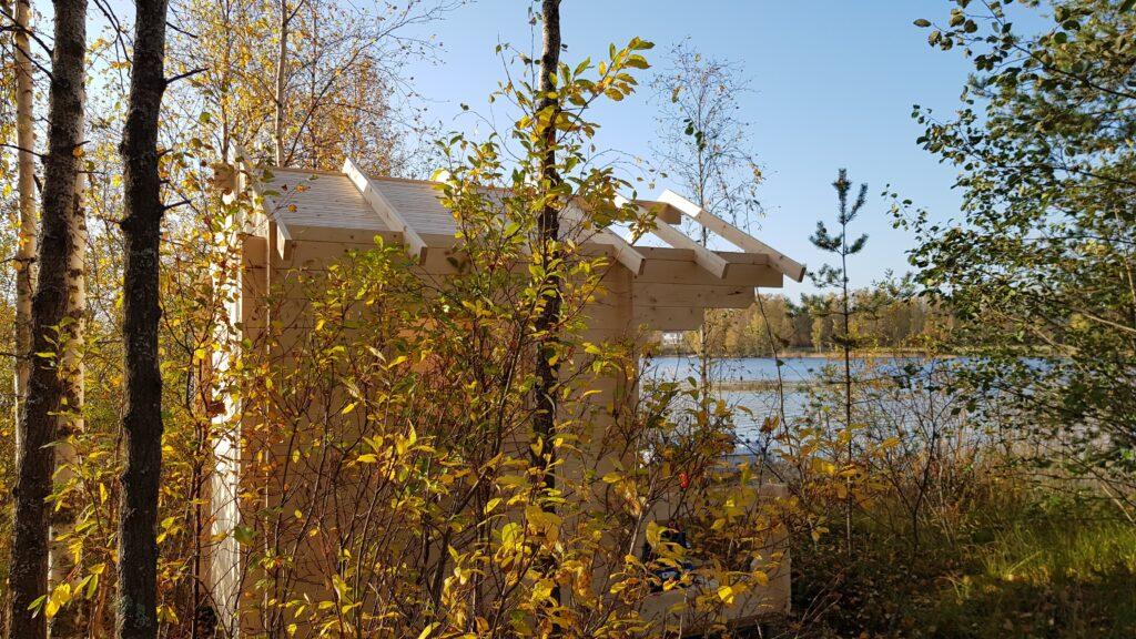 Finská sauna u jezera