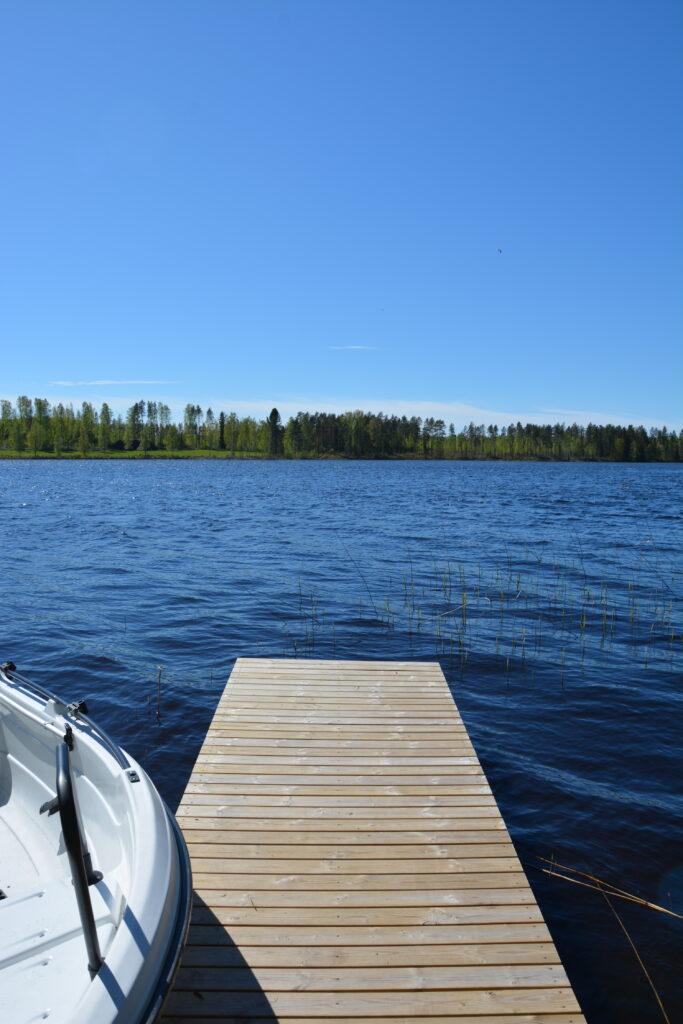 chata u jezera
