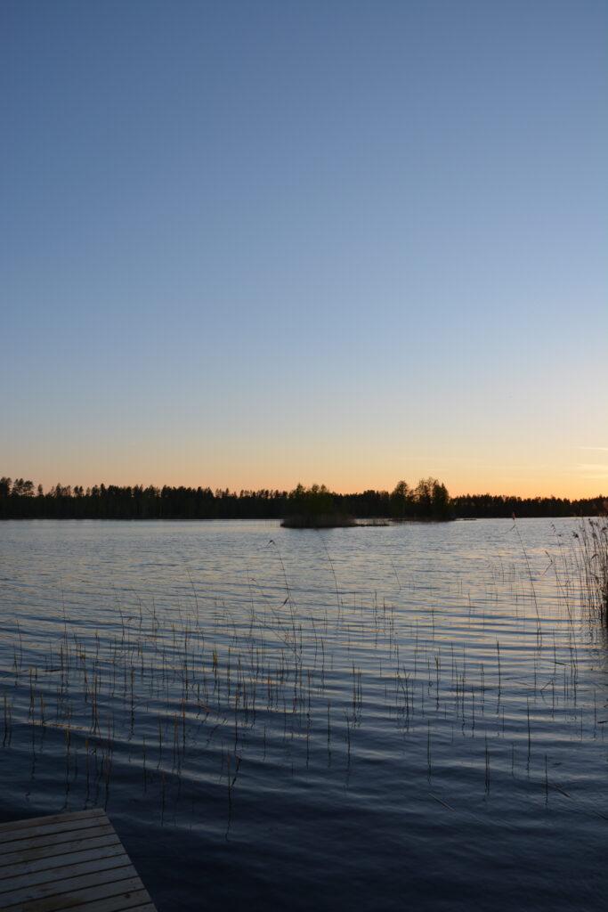večer na jezeře