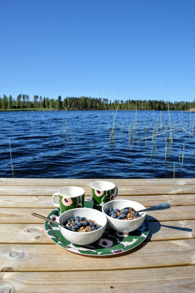 chata u jezera, Marimekko Unikko nádobí